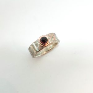 mokume gane zilver goud palladium ring hout granaat steen