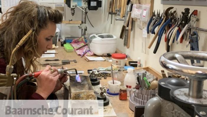Stoere sieraden van Charlotte Vogel Baarnsche Courant