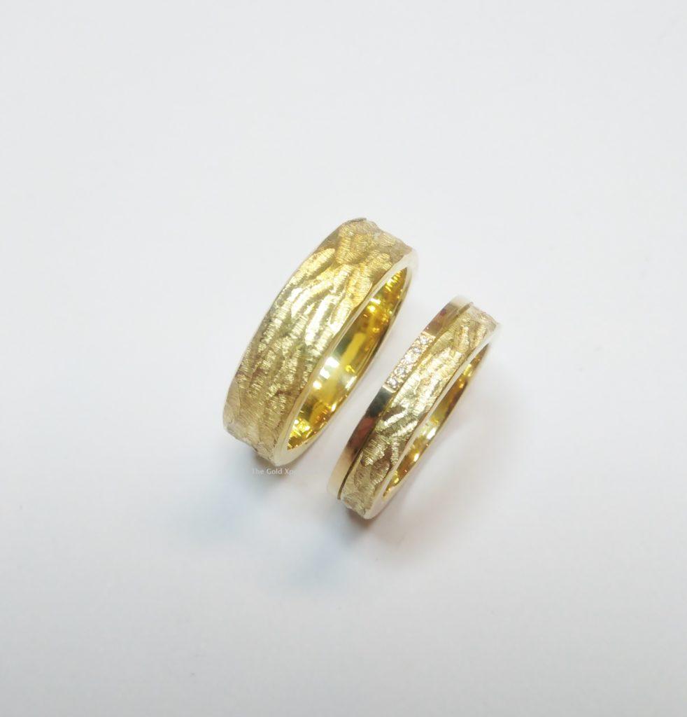 Gouden trouwringen met diamant