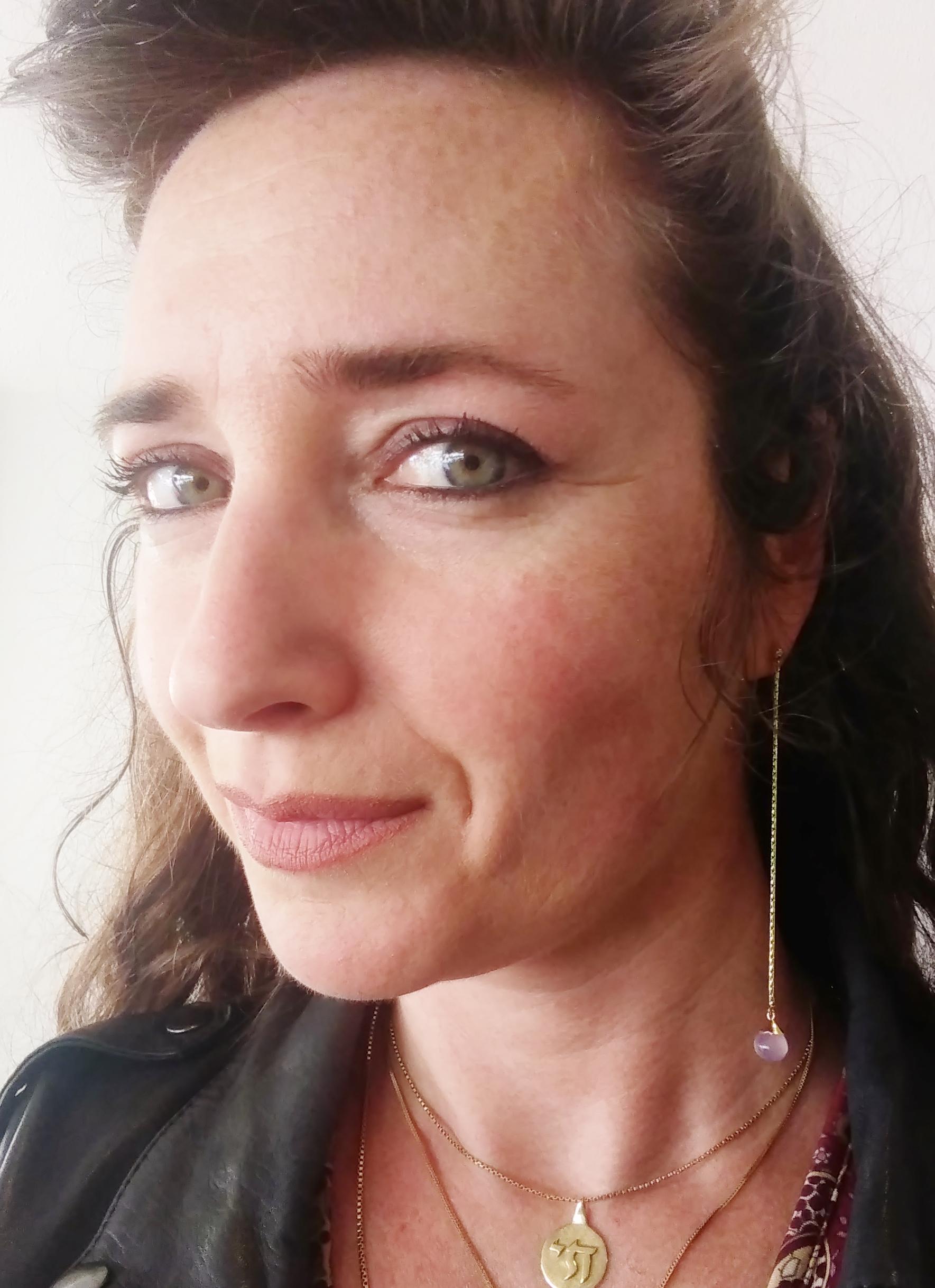 Charlotte Vogel lange oorbel goud roze