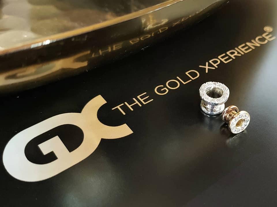 tunnel goud zilver uitgescheurde gaatjes